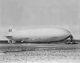 280px-Hindenburg_at_lakehurst